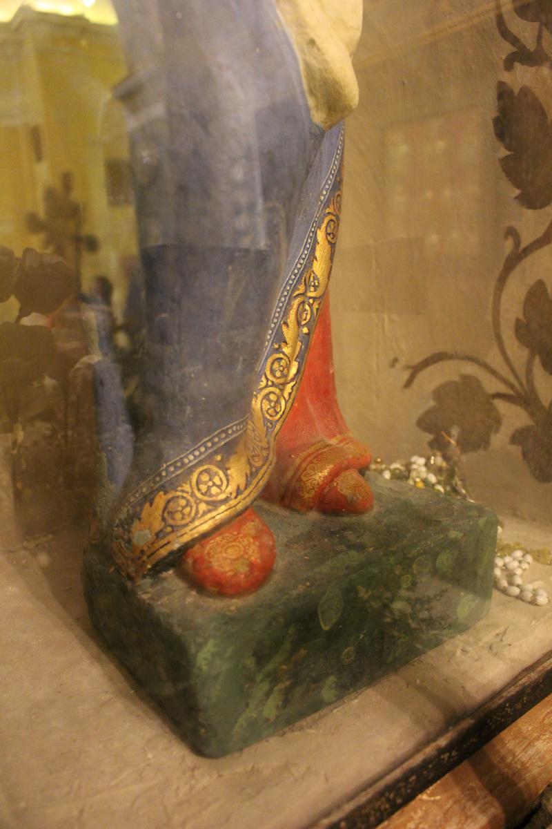 madonna-montecucco-perticano-visuale-inferiore-piedi